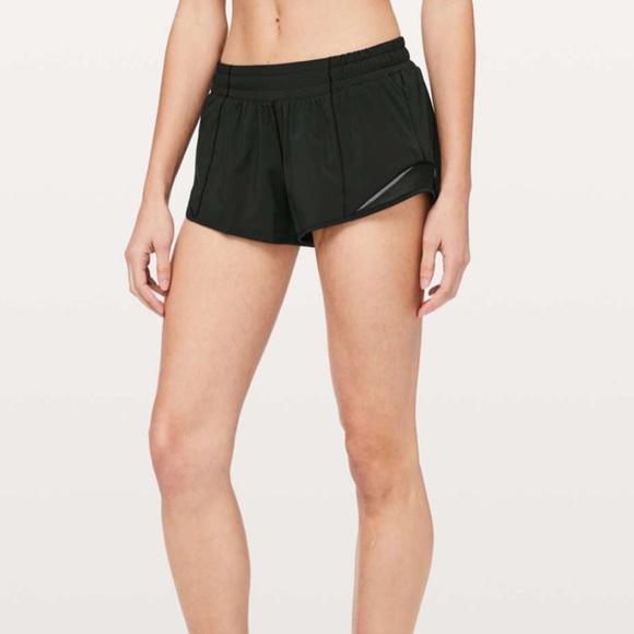 """Lululemon hotty hot shorts. 2.5"""". Size 10"""